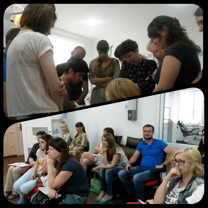 Наши врачи на мастер-классе по прямым реставрациям. Мастер-класс ведет Анатолий Мартынов.